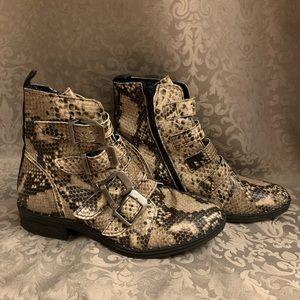 Steve Madden Pursue Boots- Snake Skin